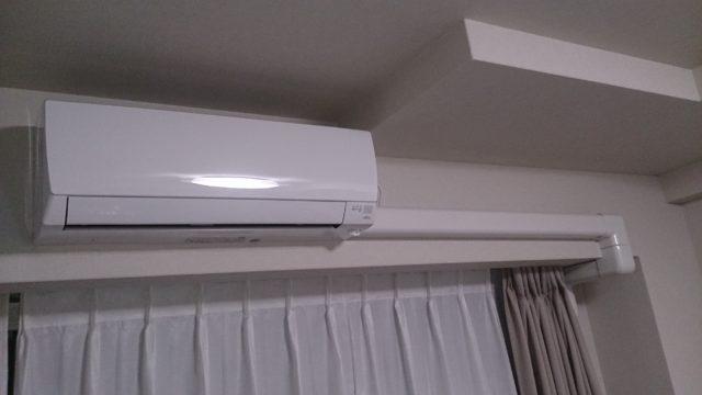 エアコン 室内 配管 隠す